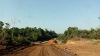 Município Instala Bueiro em Estrada Rural